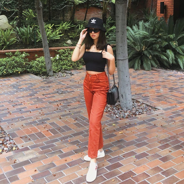 Black Bucket Hat with Crop Top and Skinny Jeans. Bucket Hat Costume Ideas
